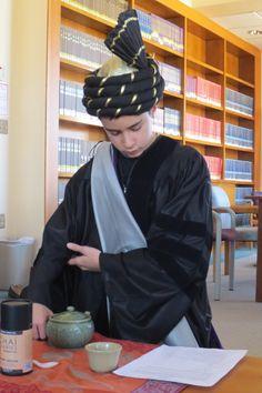 Korean tea ceremony Korean Tea, Drinking Around The World, Ninth Grade, Tea Culture, World Religions, Costume Contest, Tea Cakes, Tea Ceremony, Service
