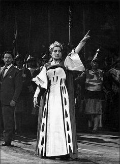 """Maria Callas rehearsing """"Norma"""" (1955-1956). On the left: Mario Del Monaco."""