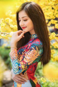 Cartier Bracelet, Bracelet Box, Beautiful Asian Women, Beautiful Indian Actress, Vietnam Girl, Vietnamese Dress, Beauty Full Girl, Ao Dai, Asian Fashion