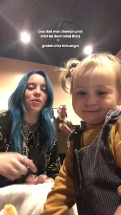 Billie & an adorable child! Billie Eilish, Stevie Wonder, Me As A Girlfriend, Foto E Video, Ariana Grande, My Idol, Superstar, Divas, Girlfriends