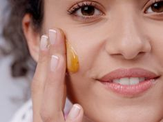 9 Surprising Beauty Uses for RawHoney