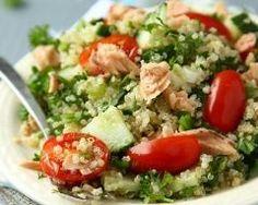 Salade de quinoa au saumon : http://www.cuisineaz.com/recettes/salade-de-quinoa-au-saumon-79331.aspx