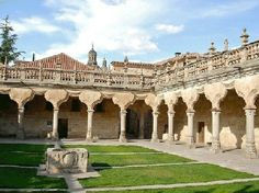 Claustro de las Escuelas Menores. Salamanca España.