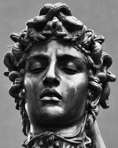 Angel Sculpture, Sculpture Art, Perseus Und Medusa, Greek Mythology Tattoos, Head Statue, Medusa Head, Full Sleeve Tattoos, Greek Gods, Portrait Inspiration