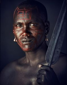 "Maasai Warrior in Tanzania (photo by Jimmy Nelson from the ""Before they pass away"" collection) African Tribes, African Diaspora, African Men, Best Portrait Photographers, Best Portraits, Tribu Masai, Foto Face, Jimmy Nelson, Arte Tribal"
