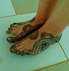 It was inevitable. Hena Designs, Henna Art Designs, Eid Mehndi Designs, Mehndi Tattoo, Henna Mehndi, Henna Nails, Henne Tattoo, Henna Drawings, Foot Henna