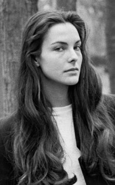Real elegance is simply a true encounter by Carole Bouquet @ Like . Bond Girls, Most Beautiful Women, Beautiful People, Parisian Girl, Carole, French Actress, Star Wars, Hollywood Celebrities, Stylish Girl