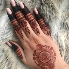 Pretty Henna Designs, Floral Henna Designs, Back Hand Mehndi Designs, Latest Bridal Mehndi Designs, Mehndi Designs For Girls, Mehndi Designs For Beginners, Modern Mehndi Designs, Mehndi Design Photos, Dulhan Mehndi Designs