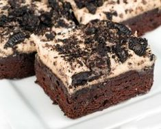 Want a really good piece of cake, and do you love O .- Har du lyst til et virkelig godt stykke kage, og elsker du Oreo-kiks? Så prøv … Want a really good piece of cake and do you love Oreo biscuits? Just try this recipe for super delicious Oreokage! Food Cakes, Cupcake Cakes, Cupcakes, Oreo Ice Cream Sandwich, Sandwich Cake, Oreo Desserts, Chocolate Desserts, Gooey Cookies, Cake Cookies