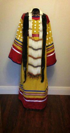 Looooove these colors! Pow wow regalia (women's traditional dance - cloth)