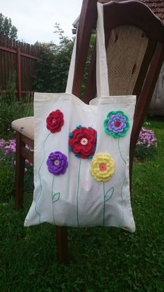 Big Tote Bags, Jute Tote Bags, Hand Embroidery Videos, Embroidery Bags, Crochet Flowers, Winter Knit Hats, Flower Bag, Presents For Her, Christmas Embroidery