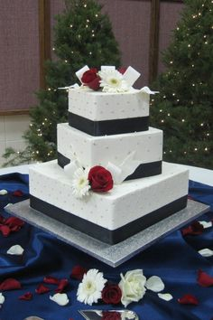 Christmas Wedding By: gracefull  URL: 	http://cakecentral.com/gallery/1297706/christmas-wedding  Uploaded On:  	Dec 29, 2008