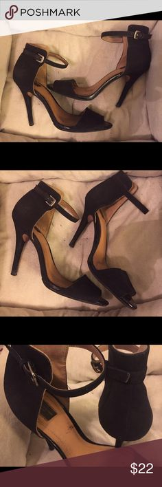 """SASSY SUEDE 4 1/2"""" COVERED HEEL ANKLE STRAP 👠 Has open toe. Excellent condition. Barely worn. Zara Collection/Verese Shoes Heels"""