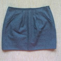 """J. Crew Gray Wool Skirt Like New!! Gray wool skirt with pockets. Worn a few times, dry cleaned only. Super cute for the office or to wear out. Measures 15"""" from top to bottom. Fully lined! J. Crew Skirts Mini"""