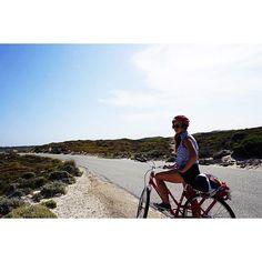 Si vous pensez que laventure est dangereuse je vous propose dessayer la routine elle est mortelle.   #rottnestisland #rottnest #perthlife #tourism #travel #travelling #travelphotography #roadtrip #backpacker #frenchies #frenchgirl #road #bike #discover #aussie #australia #australie #sun #beach #beautiful by cassandrainsta http://ift.tt/1L5GqLp