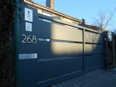 Automatische opritpoort in structuurlak: kwalitatief, duurzaam en vooral heel stijlvol! #gate #modern #metal #portail #garden #porte #jardin