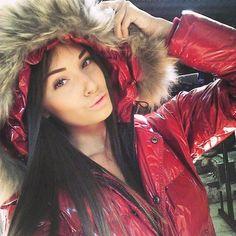regram from @rossicaaa #fur #hood #furhood #downjacket #downcoat #pufferjacket #puffercoat #puffyjacket #puffycoat
