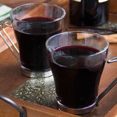 Mulled wine with vanilla and cinnamon makes for a delicious drink that's delightfully scented.