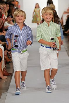 Last week in New York City, Oscar de la Renta debuted their Spring/Summer 2013 Childrenswear collection during New York Fashion Week. Kids Fashion Show, Little Boy Fashion, Fashion Week, High Fashion, Fashion Trends 2018, Boy Outfits, Cute Outfits, Little Man Style, Stylish Kids