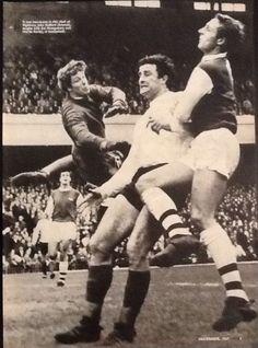1967 Football action picture Jim MONTGOMERY CharlieHURLEY Sunderland John RADFORD Arsenal