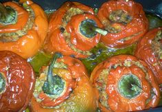 Ardei umpluti (de post) Romanian Food, Romanian Recipes, Vegan Recipes, Vegan Food, Chili, Stuffed Peppers, Traditional, Vegetables, Knits