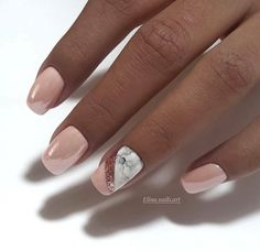The advantage of the gel is that it allows you to enjoy your French manicure for a long time. There are four different ways to make a French manicure on gel nails. The choice depends on the experience of the nail stylist… Continue Reading → Diy Valentine's Nails, Cute Nails, Pretty Nails, Matte Nails Glitter, Sparkle Nails, Nails Polish, Shellac Nails, May Nails, Hair And Nails