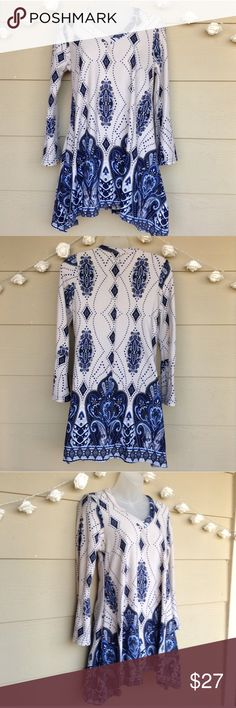 WinWin Blue Cream Paisley Print Flare Bottom Tunic WinWin • Blue & Cream Paisley Print Flare Bottom Tunic  —Size = S-M —In Excellent Pre-Owned Condition —Beautiful print & color! Perfect for Fall & Winter. Small slits on sides, v-neck type style. Very comfy! —93% Polyester / 3% Spandex   ?? Questions ?? — Please ask! :)  •Offers & counteroffers always welcome.  •All packages shipped fast with love & care. •Happy Poshing!! WinWin Tops Tunics