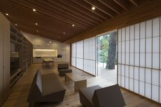 incline to forest is a secluded getaway in japan by kengo kuma Japanese Modern, Japanese Interior, Japanese House, Modern Interior, Japanese Design, Architecture Résidentielle, Secluded Cabin, Kengo Kuma, My Dream Home