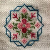 This post was discovered by Cecilia de Hernandez. Discover (and save!) your own Posts on Unirazi. Mini Cross Stitch, Cross Stitch Alphabet, Cross Stitch Cards, Cross Stitch Borders, Cross Stitch Flowers, Cross Stitch Designs, Cross Stitching, Cross Stitch Patterns, Blackwork Embroidery