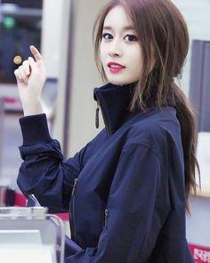 "42 lượt thích, 2 bình luận - @nichankir trên Instagram: ""#tiara #t_ara #tara #parkjiyeon #jiyeon #maknae #magnae #beauty #beautiful #pretty #gorgeous…"""
