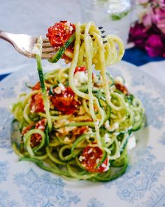 Lemon tomato feta cucumber noodles from thelondoner.com! .  Ingredients: 4 medium courgettes  2 handfuls of cherry toms  Handful of feta  1 clove of garlic  4tbsp olive oil  Juice of 1 lemon  1tsp honey  Salt  pepper  ________________________________________  http://ift.tt/1Rq4afz by livegreenhealthy