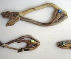 Driftwood craft, great for kids (or creative moms) activities at the beach or after returning home!