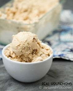 Peanut Butter Cup Ice Cream is easy to make and will have you falling in love with homemade ice cream! Peanut Butter Cup Ice Cream is easy to make and will have you falling in love with homemade ice cream! Ice Cream Pops, Ice Cream Treats, Ice Cream Toppings, Ice Cream Desserts, Ice Cream Recipes, Cream Cream, Cream Cake, Frozen Meals, Frozen Desserts
