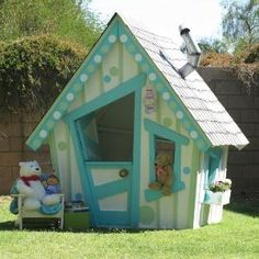 My future child will have a play house. It may not have fancy games, or electronics, but for sure a play house. Kids Playhouse Plans, Build A Playhouse, Playhouse Outdoor, Childrens Playhouse, Luxury Playhouses, Outdoor Projects, Outdoor Decor, Wendy House, Little Houses