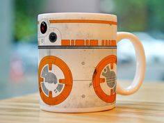 Caneca do droid BB-8 de Star Wars – O despertar da força. Detalhes: – Cor: branca – Material: Porcelana – Capacidade: 300 ml