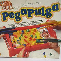 O Pega Pulga, que fazia você caçar pulgas coloridas em uma cama usando uma pinça gigante.   33 brinquedos que você tinha esquecido que fizeram parte da sua infância