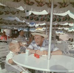 Walt and his grandson taking a break and enjoying some soft drinks in Frontierland. | 18 Wonderful And Rare Color Photos Of Disneyland In 1955