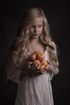 Fotografo - PhotoVogue - Vogue Şeyma A photography Art Photography Portrait, Portrait Poses, Studio Portraits, Portrait Art, Children Photography, Fine Art Photography, Portrait Inspiration, Beautiful Children, Female Art