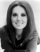 Marlo Thomas / That Girl As that girl, she encouraged women to be independent