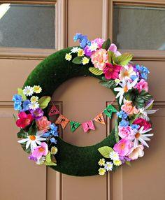 Kreative Frühlingsdeko zum Selbermachen - Türkranz aus bunten Blumen