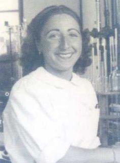 Sara Borrell fue doctora en Farmacia y fue profesora de investigación. Experta en estudios bioquímicos y clínicos de hormonas esteróides, introdujo en España los conocimientos y las técnicas que adquirió a lo largo de cinco estancias en el extranjero entre 1946 y 1961. Una de ellas en Shrewbury, Massachussets con G. Pincus, el inventor de la píldora anticonceptiva, en la Worcester Foundation for Experimental Biology y otra en la Unidad de Investigación de Endocrinología Clínica en Edimburgo.