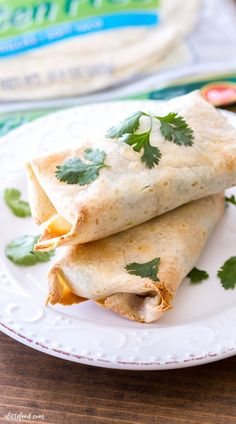 This is a sponsored post written by me on behalf of Mission®. These easy Baked Avocado Chicken Burritos are made with Mission Gluten Free Tortillas, chicken, avocados, cheese, sour Baked Avocado, Avocado Chicken, Avocado Recipes, Low Calorie Dinners, Low Calorie Recipes, Healthy Dinner Recipes, Chicken Burrito Bowl, Chicken Burritos, Baked Burritos