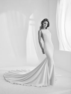 Rambla: Pure elegance. Mermaid style wedding dress with hand-embroidered back with gemstones. Pronovias