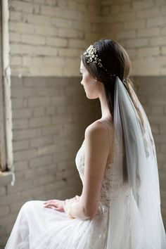 AW Bridal offers wedding veils and other wedding accessories. Cathedral, long, ivory color, appliques, and rhinestones make the wedding veil unique. Find great and cheap deals now! Le Jade, Bridal Veils And Headpieces, Chapel Veil, Bohemian Bride, Modern Bohemian, Bridal Crown, Bride Look, Boho Wedding, Wedding Veils