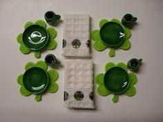 Shamrock Dinner Set with Towels - Dark Green