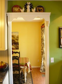 How about using this as a pattern to cut out the wooden valance over the sink?