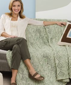 Double Delight Throw Free Knitting Pattern from Red Heart Yarns
