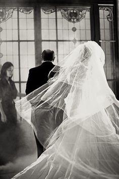 Emanuelle Rigoni, finalista do 1º Concurso Fotografia de Casamento, em 2012. Wedding Pictures, Wedding Photography, Photography Ideas, One Shoulder Wedding Dress, Marriage, Hera, Wedding Dresses, Lady, Picture Ideas