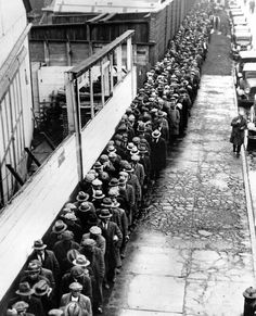 Dorothea Lange 1932, New York City, during the Great Depression. Unemployed men stand in line to get a free dinner at New York's municipal lodging house.
