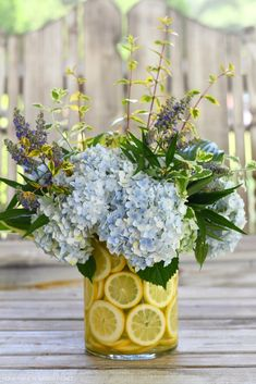 Summer Wedding Centerpieces, Flower Centerpieces, Flower Vases, Flowers, Centerpiece Ideas, Endless Summer Hydrangea, Hydrangea Not Blooming, Lemon Vase, Floral Arrangements
